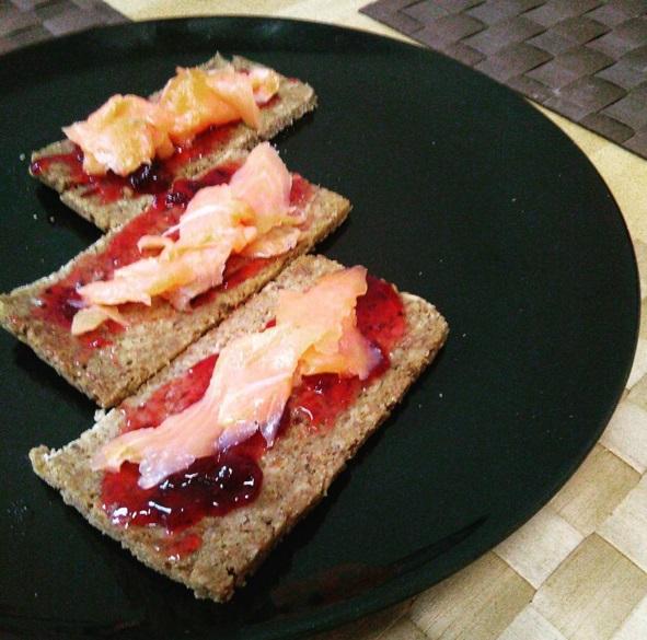 Πολύσπορο ψωμί με σολωμό